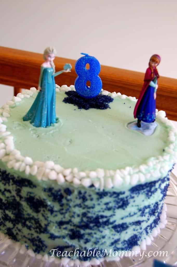 Frozen Birthday Party ideas, Frozen Birthday Crafts, Frozen Games, Frozen Free Printables, Frozen Party Decorations, Frozen Party, Frozen Party food, Frozen Birthday Cake