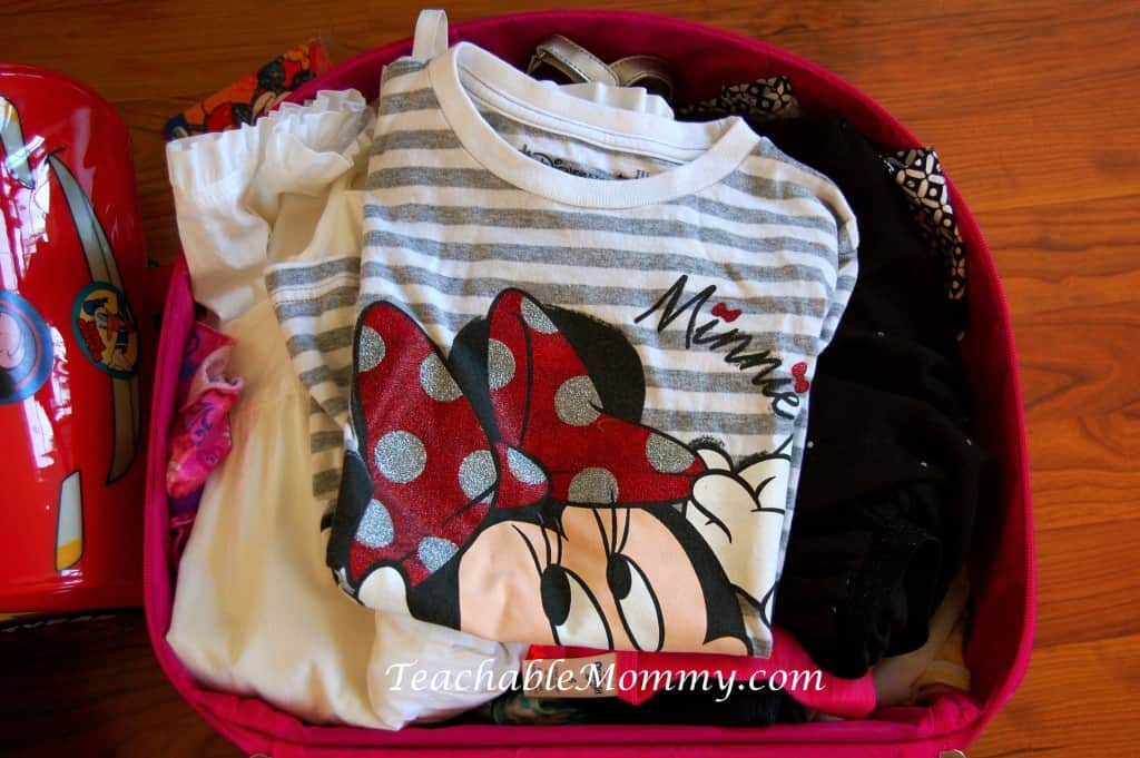 How to pack suitcase, How to pack for Disney World, packing for Disney, packing tips, #DisneySMMC, #DisneySMMoms