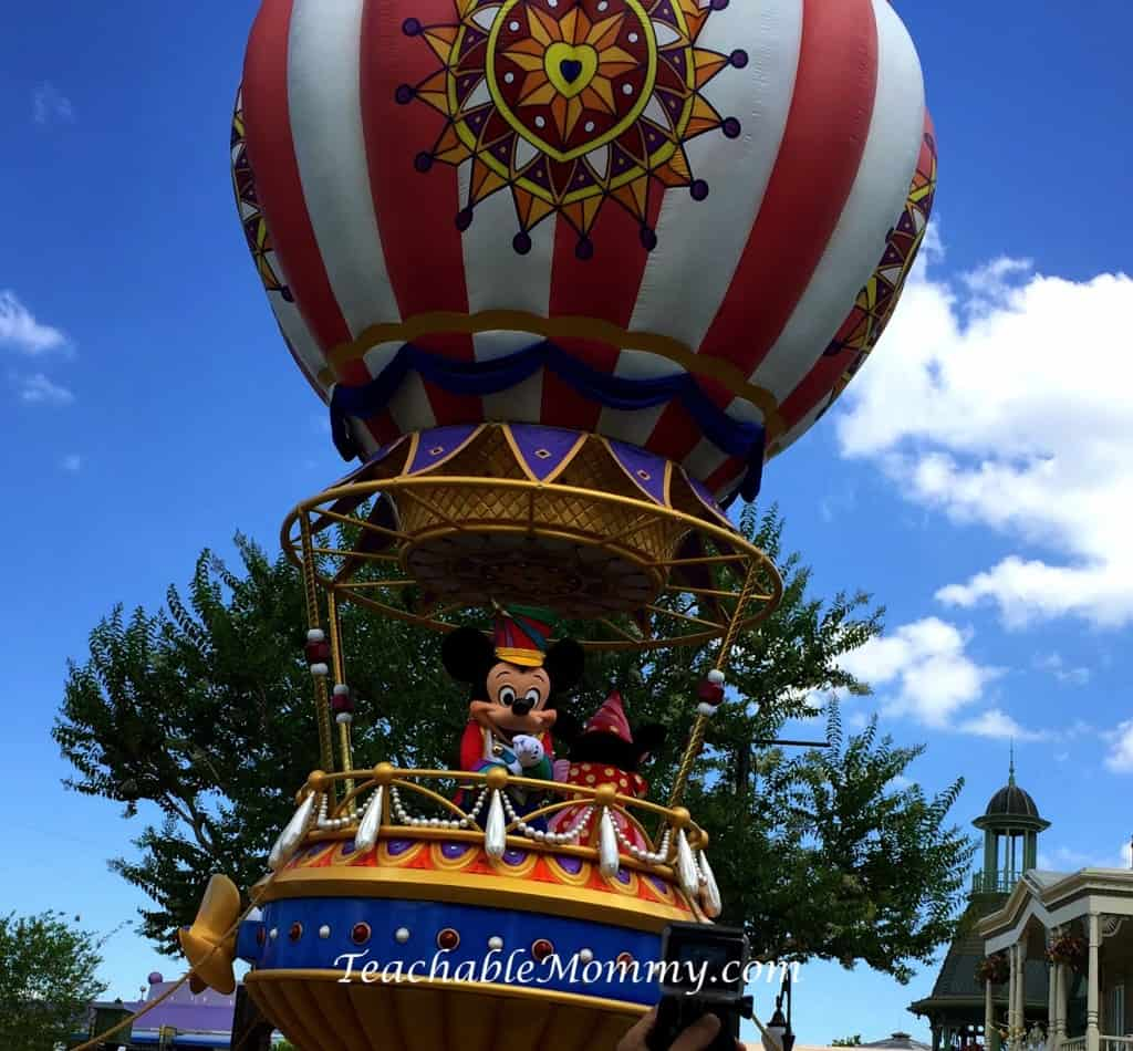 Disney Social Media Moms Celebration, #DisneySMMC, #DisneySide, Festival of Fantasy Parade