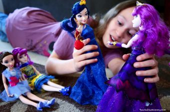 Wickedly Cool Descendants 2 Dolls