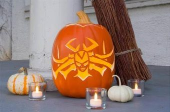 With Hela-ween, or you know Halloween and Thor Ragnarok's premiere coming in less than 2 weeks, I wanted to share these awesome Hela inspired DIY projects